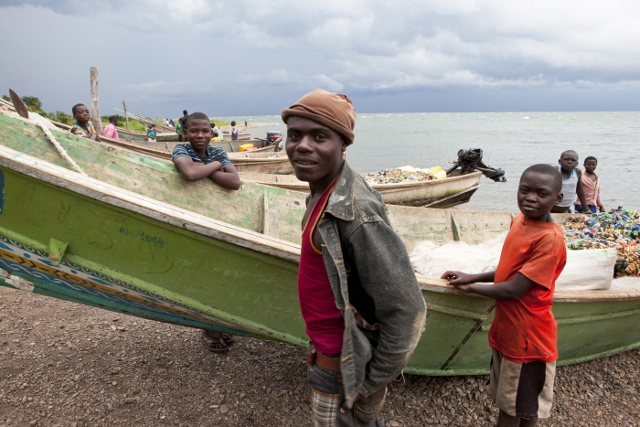 50.000 people obtain clean water and fish from the ecosystems in Virunga National Park Foto: Jan Joseph Stock